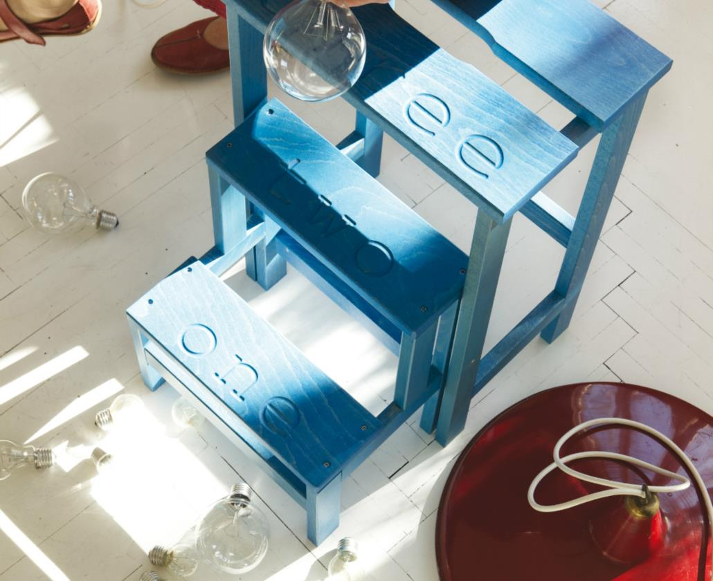 HAPPY DESIGN is our creative and colored brand. Wooden decorative items that excite and have fun. Not only that: useful, practical, foldable. Unique. Side tables, coat racks, valet stands, rocking chairs, folding chairs ......